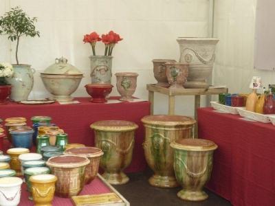Diverse schitterende potten en tuinschalen